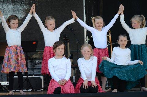 I himmelen: Dansen het «Touch the sky», og seks- og syvåringene sjarmerte publikum i senk med dansingen sin.