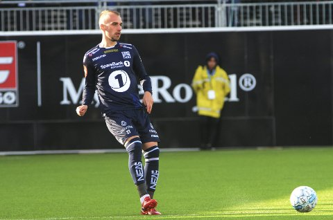 SKADEPLAGET: Kristiansunds Nikita Baranov spilte det meste av kampen under eliteseriekampen i fotball mellom Kristiansund og Ranheim 16. mai, men har hatt en skadeplaget sesong. Foto: Anders TØsse / NTB scanpix