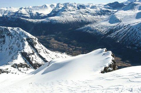 Spektakulært: Sunndal Ski Session er kanskje det mest spektakulære arrangementet på Nordmøre. Her ser vi hvordan skiløperne har kjørt ned fra Ryssdalsnebba.