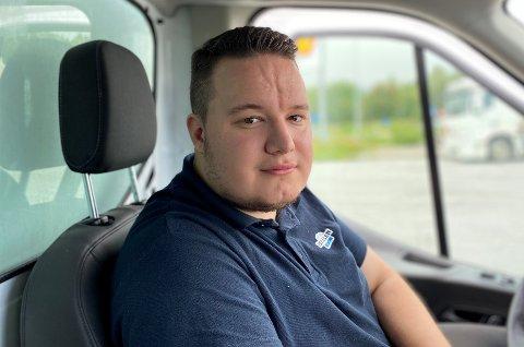 Christoffer Svensen (21) gikk arbeidsledig en lang periode. Så fikk han jobb som Isbilen-sjåfør, og siden det har han gledet seg til å stå opp hver morgen.