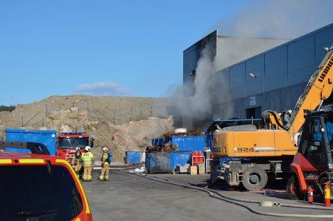 MYE SOM TOK FYR: Det brant i materialer som skal gjenvinnes, blant annet kobberkabler med isolasjon av oljeholdig papir.