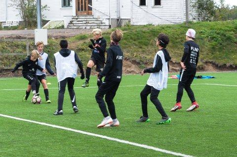 HØYT NIVÅ: Det skal være et høyere nivå på denne enn tradisjonelle fotballskoler, iflølge trenerne