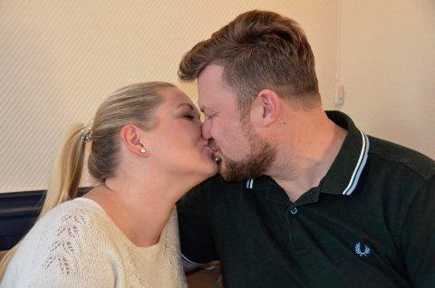 FORLOVET: Da er paret fra «Jakten på kjærligheten», Høyjord-bonden Erik Grytnes (38) og Horten-kvinnen Maria Bjørndal (35) ett hakk nærmere det endelige målet, ekteskap.