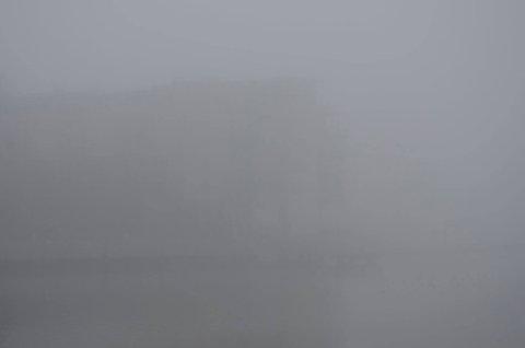 BORTE! Blokkene på Kaldnes var knapt synlige fra Brygga mandag morgen.