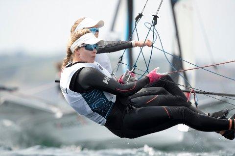PRØVE-OL: Helene Næss og Marie Rønningen har levert god seiling så langt i prøve-OL i Tokyo.