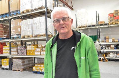 MENINGSFULL JOBB: Thorgeir Nybo stortrives som daglig leder for Matsentralen Vestfold og Telemark. Han og kollegene har det travelt for tiden, ettersom det går mye mat inn og ut.