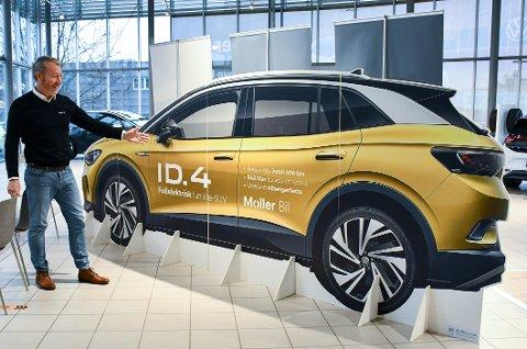 NUMMER ÉN: Volkswagen er det mest solgte bilmerke i Tønsberg i 2020, med god margin. Salgsjef Lars Wulff er kjempefornøyd, og tror den nye ID.4 vil gjøre 2021 til et like godt år.