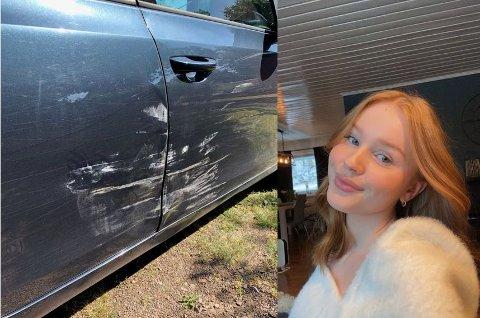 KOM TILBAKE TIL OPPSKRAPA BIL: Malin Hegland lurer på hvem som har bulka og skrapet opp bilen hennes.
