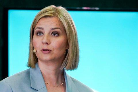 KRITISK TIL AP OG SP: Venstre-leder Guri Melby fyrte løs i åpningstalen på Hotell Opera i Oslo.
