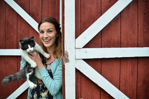 ÅPNER GÅRDEN IGJEN: Helga Haga og dyrene på Lyng kulturgård i Verdal ønsker barn i Verdal og Inderøy velkommen til sommerskole.