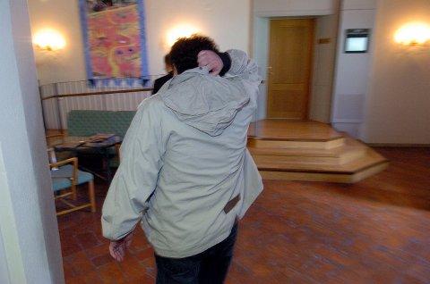 FORVARING: 60-åringen har snart sittet ti år sammenhengende i fengsel. Dette bildet er fra Nedre Norrlands Hovrätt, der han ble dømt etter at hans kjæreste ble funnet død på en campinghytte i Östersund i 2007. Foto: Anders Nordmeland