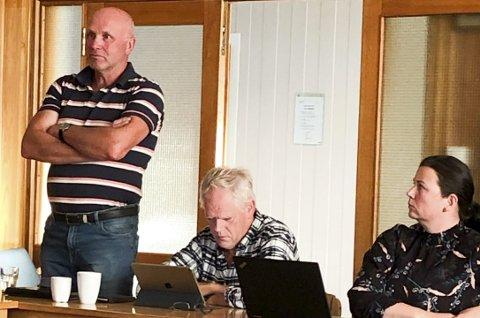 La ikke fingrene imellom: Ragnar Ettestøl (Sp) var svært klar da han uttalte seg etter orienteringen om kommunens økonomiske situasjon. Foto: Anne Dehli