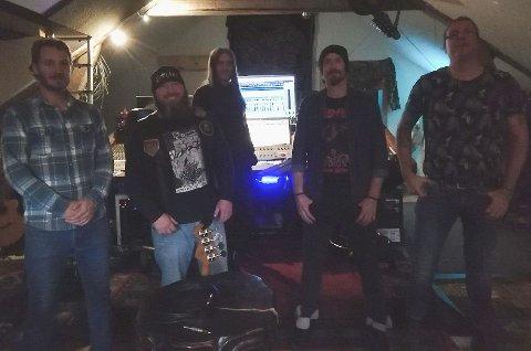 Gitarist Onar Kjetil Baarøy, lead gitarist Dennis van Dongen, vokalist og låtskriver Harry van der Werf og trommeslager Lars Marius Dalane  jobber nå i studio sammen med opptaksleder Knut Magne Valle i Mølla Studio.