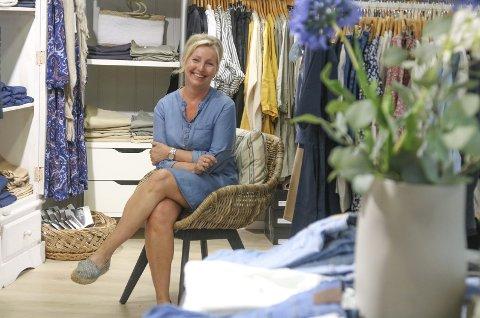 Butikk-suksess: I 30 år har Line Halvorsen (56) vært en viktig del av Tvedestrands næringsliv. Foto: Marianne Stene