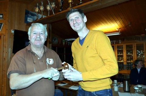 Vaktskifte: Karl Hope har vært leder for Fagernes Idrettslag i 19 år og leverte klubba videre til Hilmar Hippe onsdag kveld.