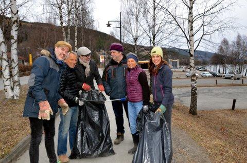 Venstre søppelplukkarar: Ole Aastad Bråten (sjølvsagt frå venstre), Gunnar Modén, Knut Aastad Bråten, Svein Ole Lappen, Dagny Hovi og Kjersti Kirkeby Ødegaard utfordrar Arbeidarpartiet til å plukke søppel dei óg.