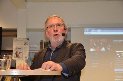 Skremsel: - Brutalitet og det skjellsordprega skremmer mange bort frå samfunnsdebatten, hevda redaktør Harald Stanghelle, da han kom til Nord-Aurdal folkebibliotek torsdag.