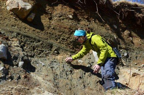 Undersøkelser: Geologene Lena Rubensdotter og Gro Sandøy skal utføre undersøkingene i Nord-Aurdal.