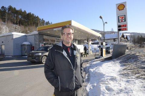 Fagernes: Olav Øraker ser fram til å ta over stasjonen 1. mai og snart er skiltene endret fra Shell til YX.