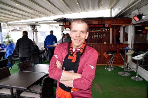 Jan Erik Mathisen rigger for tidenes fotballfest i Valdres.