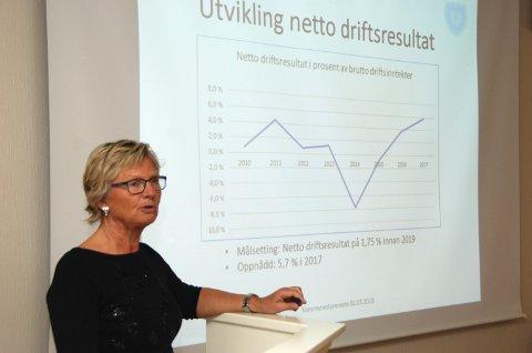 Pil oppover: Økonomisjef Marit Øvstebø hadde veldig positive tal å vise fram, men åtvara om at mange faktorar kan slå uheldig ut eit anna år.