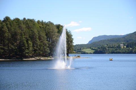 Oppe og går: Vannfontenen i Strandegjorden er oppe og går igjen for sommersesongen.