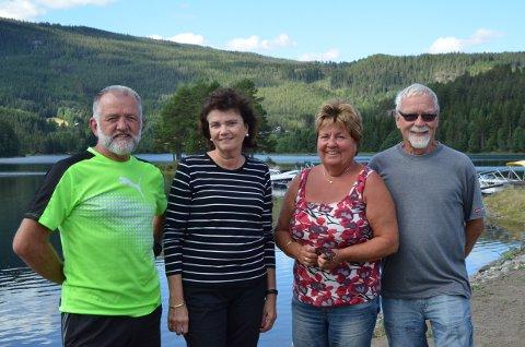 Trives: Per Ivar Andreassen (f.v.), Palma Andreassen, Sigrun Hjartholm Knudsen og Ronald Knudsen liker seg godt på Leira Camping.