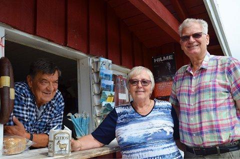 1,5 kg brunost: Ekteparet Dagrun og Rolf Kristiansen fra Fosen i Trøndelag er svært begeistret for brunosten som Alf Martin selger i Bitibua.
