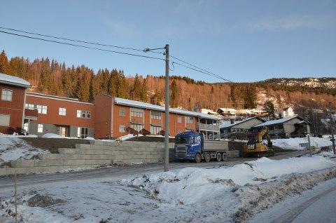 Aurdal: Arbeidene pågår med avkjørselen inn til det som skal bli Aurdal omsorgssenter.
