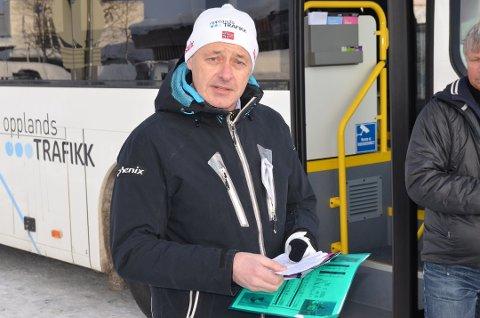 Leder fr Opplandstrafikk, Eirik Strand, sier han regner med en løsning, selv om avstanden mellom partene nå er stor.