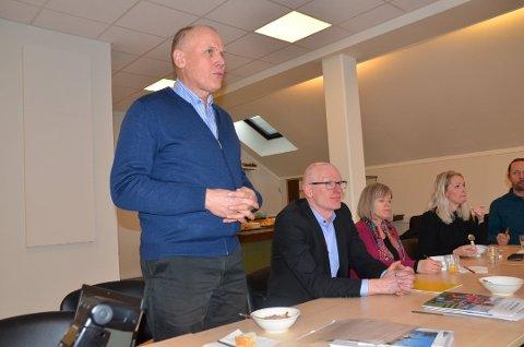Eivind Brenna med spenstig forslag om nytenkning. Her fotografert i rollen som ordfører i kommunestyresalen i Vestre Slidre.