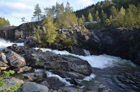 KVITVELLAFOSSEN: 10. oktober skal anleggsarbeidet på gangvegen ved Kvitvellafossen være ferdig.