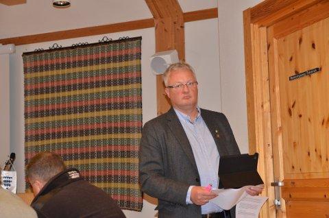 Øystre Slidre: Odd Erik Holden og de andre ordførerne i Valdres følger med på innsparingene i SI.