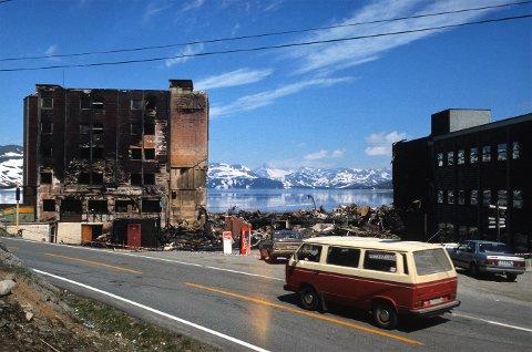 Hotellbrannar har det dessverre vore mange av i Vang, og hotella på Tyin har stått for sin del. I 1928 brann storhotellet ned –eit av det gjævaste i landet på den tid – og i 1989 gjekk det siste storhotellet også opp i røyk. Ei om lag hundreårig hotellhistorie var dermed over.