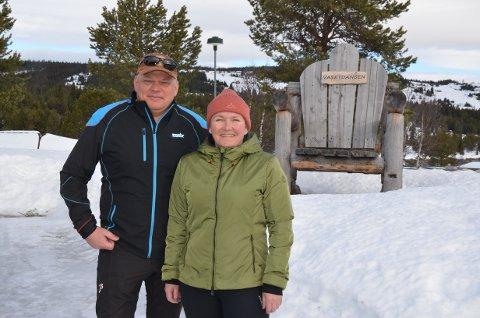 Stengt: Som en følge av vedtaket for å hindre koronasmitte, så er campingplassene stengt. Det vil merkes også ved Vasetdansen Camping, her med ekteparet og eierne Ola og Trude Løkken.