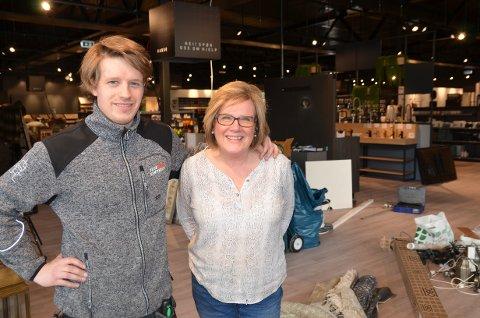 Klar for åpning: Torsdag åpner butikksjef Torje Rosendal og mamma Karin Rosendal Slette nye Interiørsenteret på Leira.