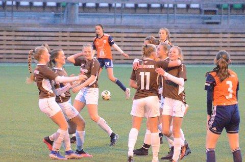 Mål: 1–0 ved Hedda Hauge Belgum på et langskudd og dermed var jubelen i gang. I andre omgang scoret Fagernes J17 et mål til, slik at kampen endte 2–0.