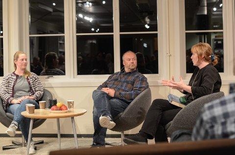 """MEIR ENN MAT"""" Geitebonde Randi Ødegården, sauebonde Kjell Gudmund Svien og debattleiar i Nationen, Hilde Lysengen Havro, i samtale om framtida for landbruket i Vang."""