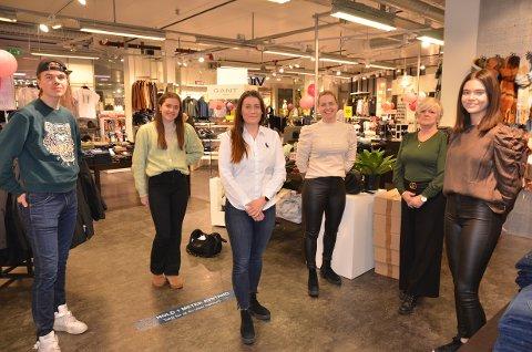 Flinke selgere: Morten Rosendahl Nyhagen (f.v.), Marit Skattebo, butikksjef Lone-Christine Olsen, Oddrun Marit Aaberg, Anne Lise Rudi og Synne Marie Bauge.