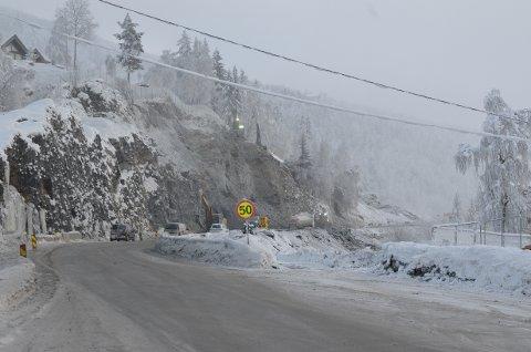 FJELLSKJÆRING: Brødrene Dokken har nå kommet gjennom fjellskjæringa ved Reien.