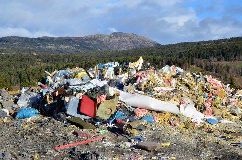 I dag må all hardplast deponeres. En kvern for hardplast skal redusere mengden avfall til deponi på Rebne.