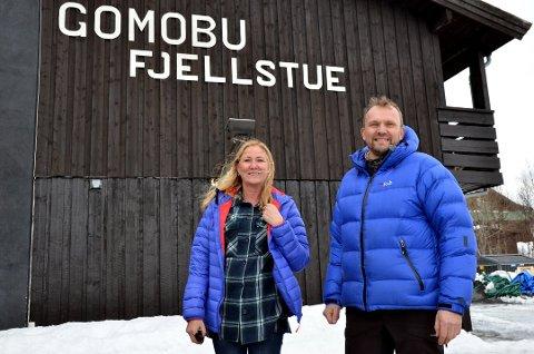 NYTT MARKED: Innovasjon Norge har stor tro på at institusjonen Gomobu kan appellere til og gjøre det ganske godt også i det norske markedet. Det setter Astrid Irene og Bjørn Oskar Sveine stor pris på.