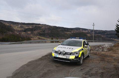 Holdalsfoss: Denne gang var det kjøretøyene som kom kjørende sørover som ble stoppet.