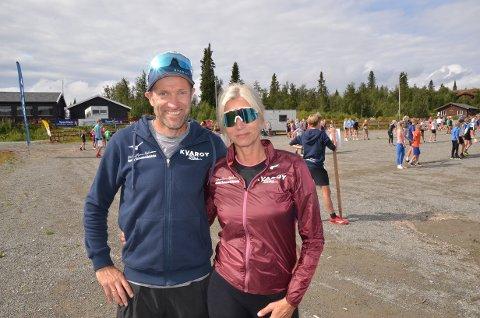 Trivst: Odd-Bjørn og Elisabeth Hjelmeset samarbeider om Bama Sommerskiskole på Beitostølen. Her er dei på skistadion, med ulike aktivitetar. Totalt er det 370 deltakarar og 25 instruktørar for desse to vekene.