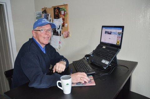 HOLDER MOTET OPPE: Åge Sørlie har søkt over 100 jobber, men kun vært på ett jobbintervju. – Jeg har fortsatt mye å gi, mener den arbeidsledige 56-åringen. FOTO: ROGER ØDEGÅRD