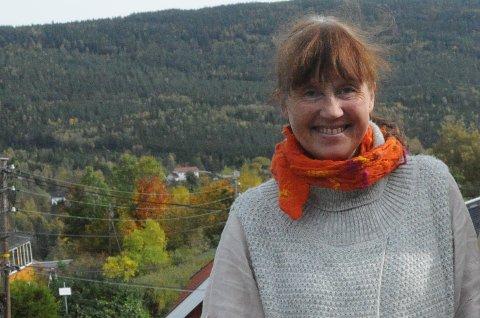 KREATIV: Laila Lerum Thunes har hatt mange jern i ilden lokalt. Fredag fyller hun 60 år.