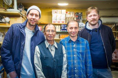 FINT BESØK: Arshad Mirza og sønnen Waseem Arshad er med i TV-serien til Morten Ramm og Einar Tørnquist.
