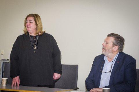 SATSER I VESTBY: Clare Rodgers (administrerende direktør i IKEA Norge) og ordfører Tom Anders Ludvigsen er enige om tat IKEA kjøper en tomt i Vestby. FOTO: ÅSMUND LØVDAL