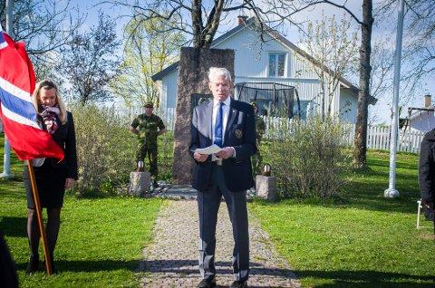 HEDRER DE FALNE: Kjell T. Olsen i Vestby Forsvarsforening skal holde appell på frigjøringsdagen, både i Son og i Vestby. Her er han ved samme anledning i 2017.
