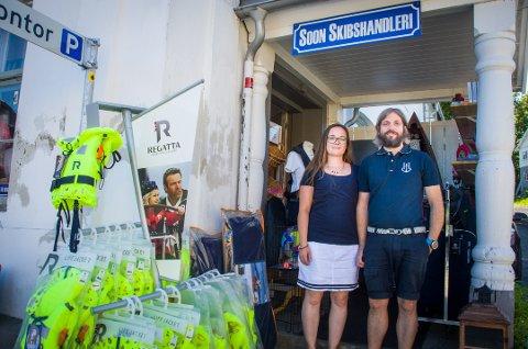 Åpent heel sommeren: Alle ukens syv dager holder Wiik-Lehmann båtutstsyrsbutikken åpen om sommeren.